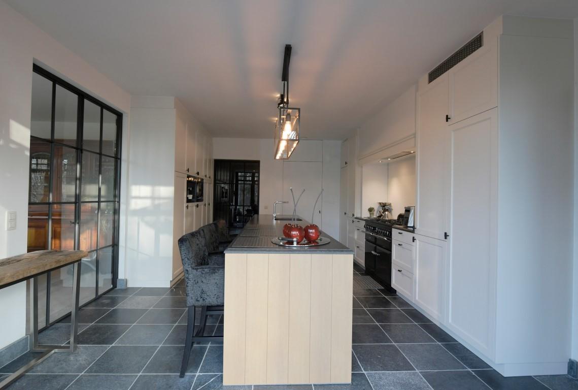 Landelijke keuken met kookeiland model twice kral keukens