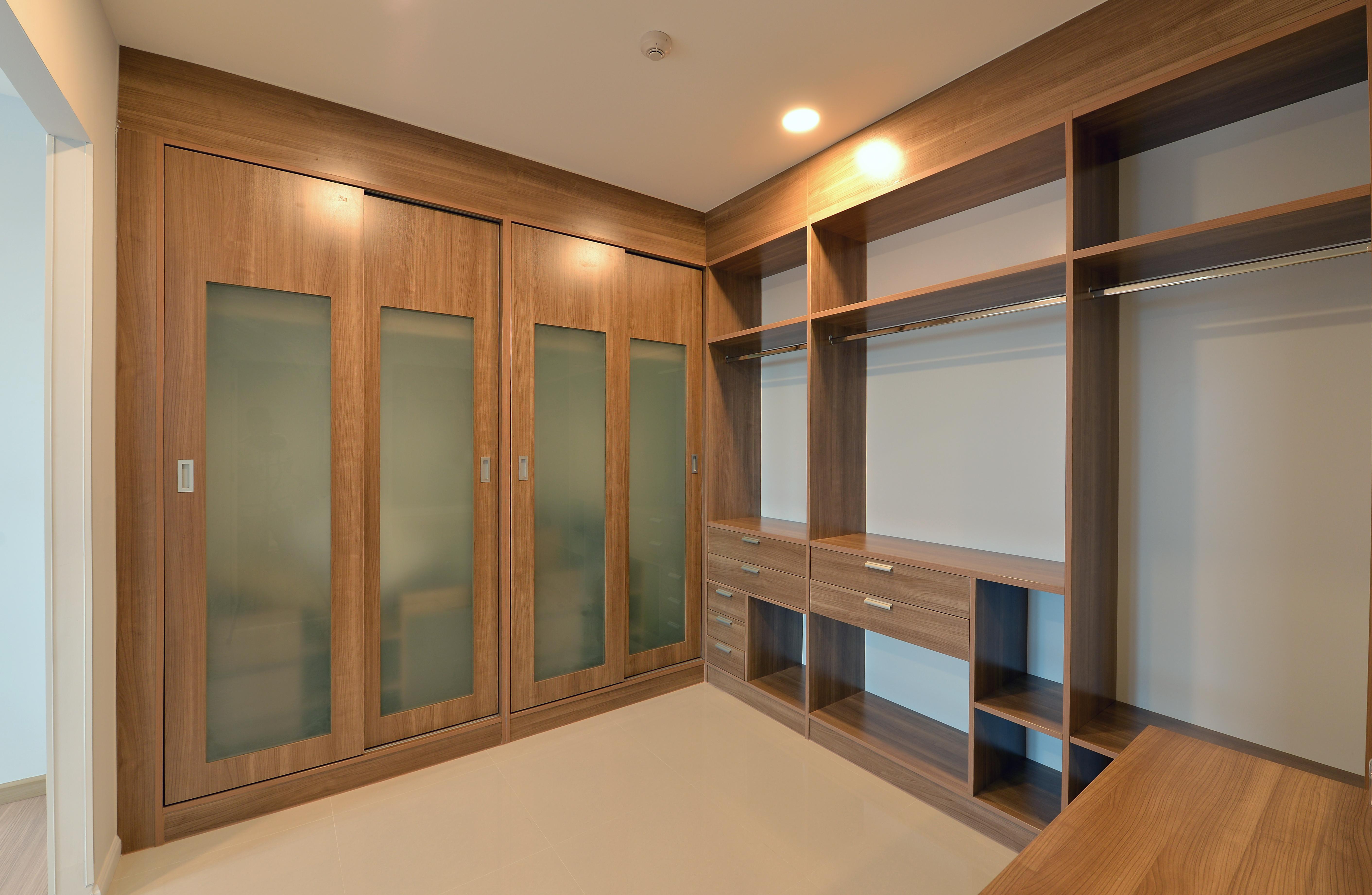 Perfecte Kamer Inloopkast : Keukens badkamermeubels inloopkasten vloeren optica design